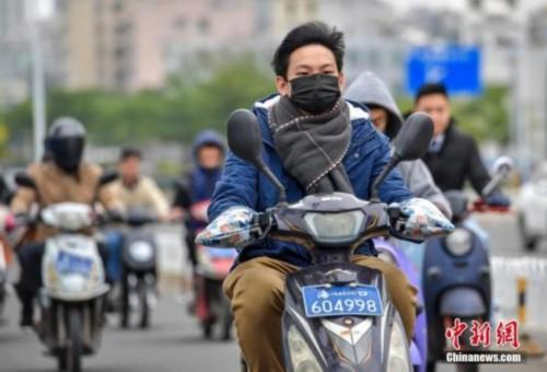 """雾霾生意今冬遇""""雾霾"""":口罩、空气将净化器卖不动"""