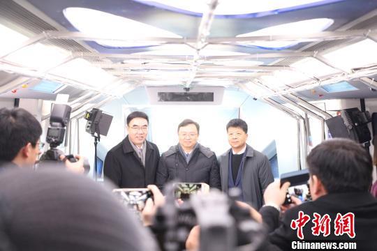 比亚迪董事长兼总裁王传福、华为副董事长兼轮值CEO郭平等共同见证云轨无人驾驶系统发布比亚迪供图