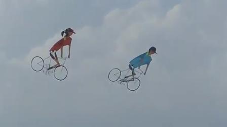 """视频:高空中的一朵""""奇葩""""! 脚踏车风筝创意十足"""