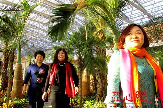 严冬在新疆裕民县生态园明确南国风情