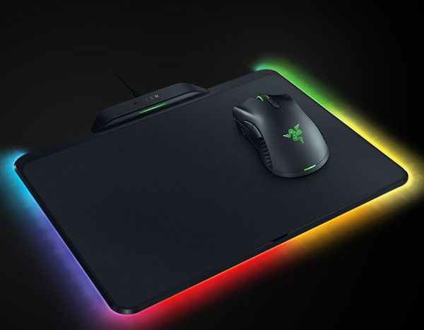 雷蛇正式推出HyperFlux无线充电鼠标套装:双1680色RGB