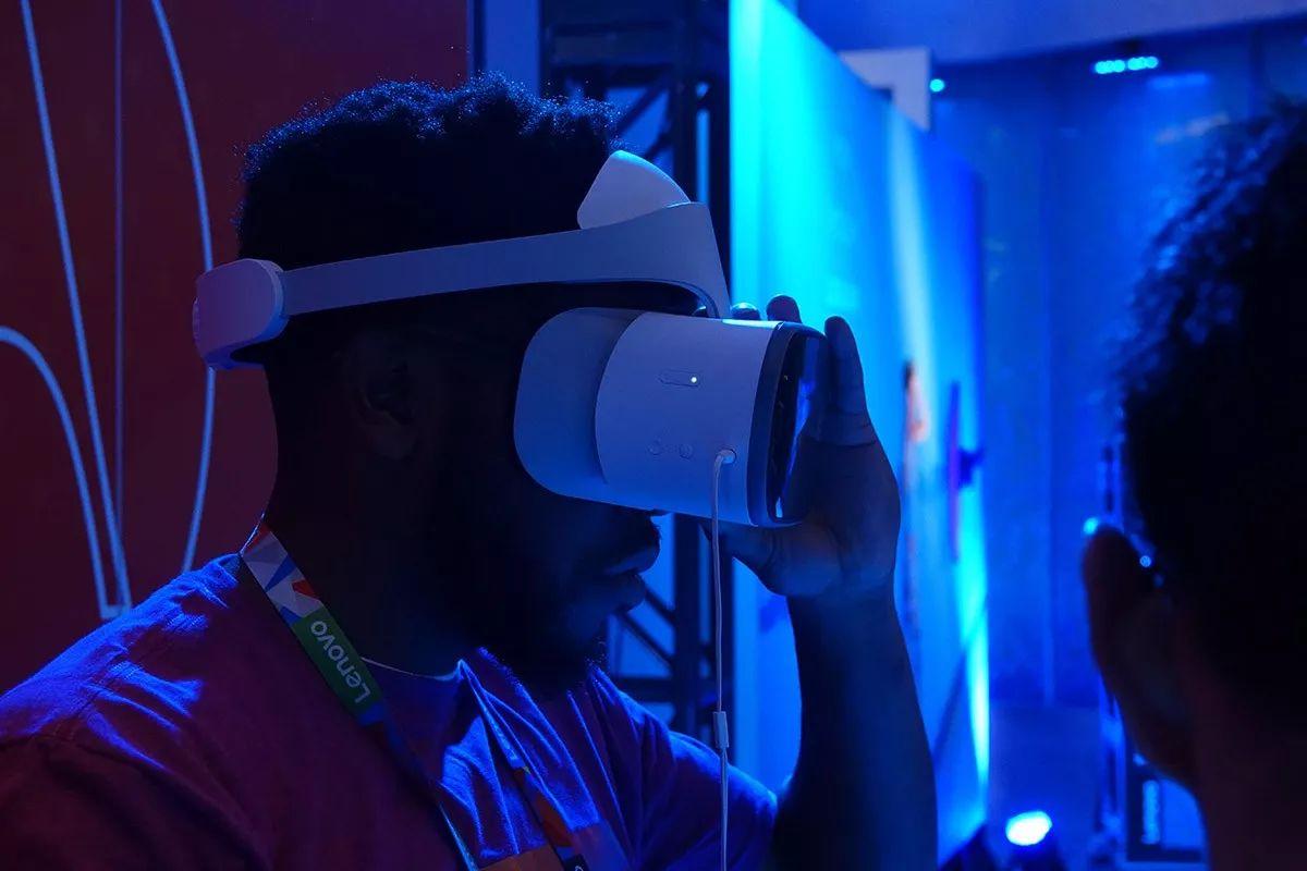 拥抱智能互联网时代 联想CES新品体验与高层访谈