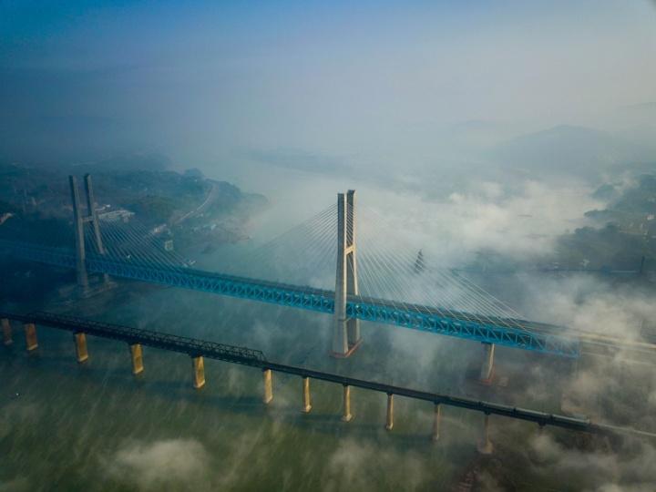 世界首座双层六线钢桁梁铁路斜拉桥落成_凤凰资讯