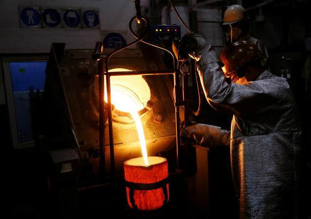 俄罗斯加工黄金全过程,在工人眼里黄金如同生铁