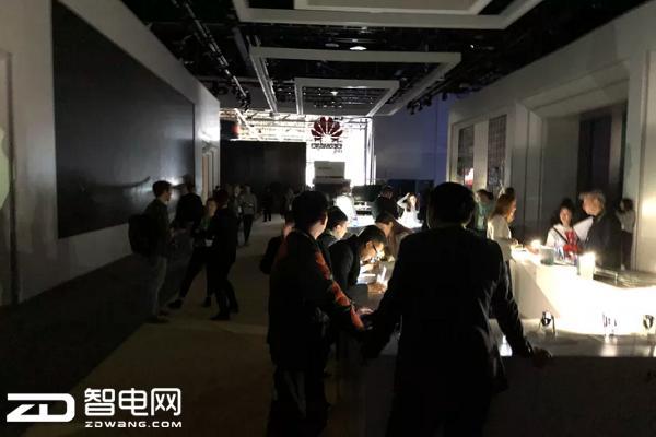 疏散了大部分游客!CES2018会展上为何一片漆黑?