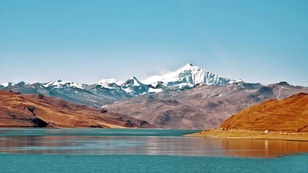 西藏最神秘的湖泊,鱼产量8亿多公斤,却无人敢吃!