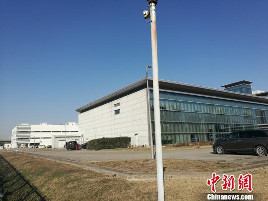 照片左侧为停产的光学事业部门。 钟升摄