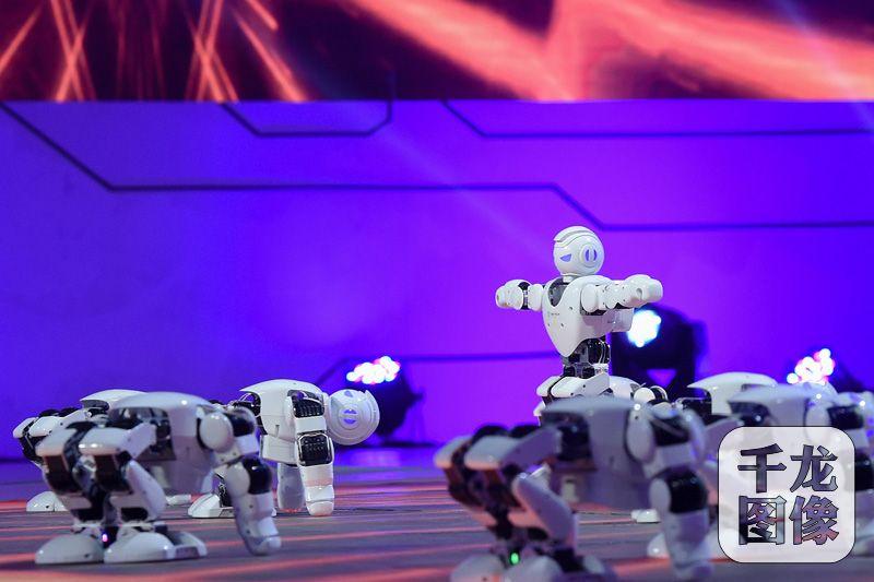 机器人表演舞蹈