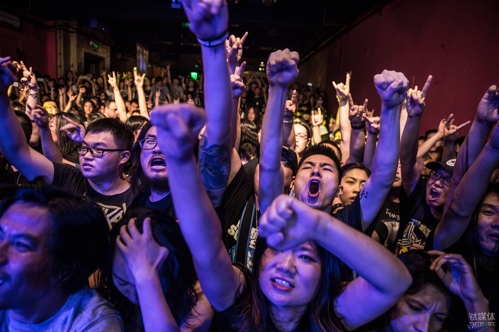 北京愚公移山,观看金属重金属乐队kreator演出的乐迷.