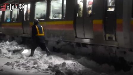 视频:日本一列车陷大雪中 400乘客15小时没下车