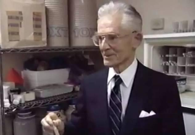 """他给诺奖科学家们造了个""""精子银行"""",结果..."""