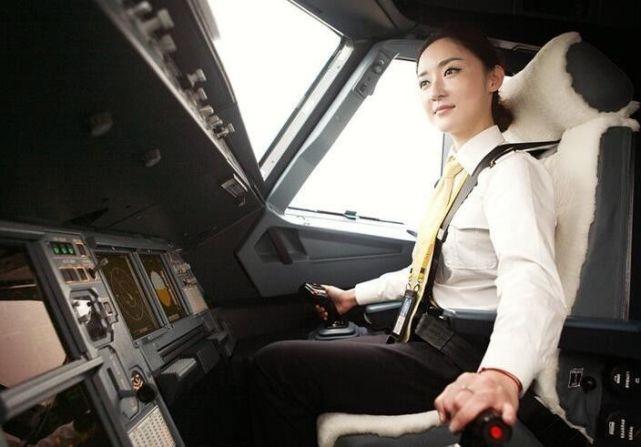 重庆有个美女飞行员 颜值爆表拒混娱乐圈