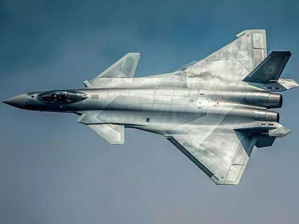 鹰击长空!中国多款新机型加入空中战列