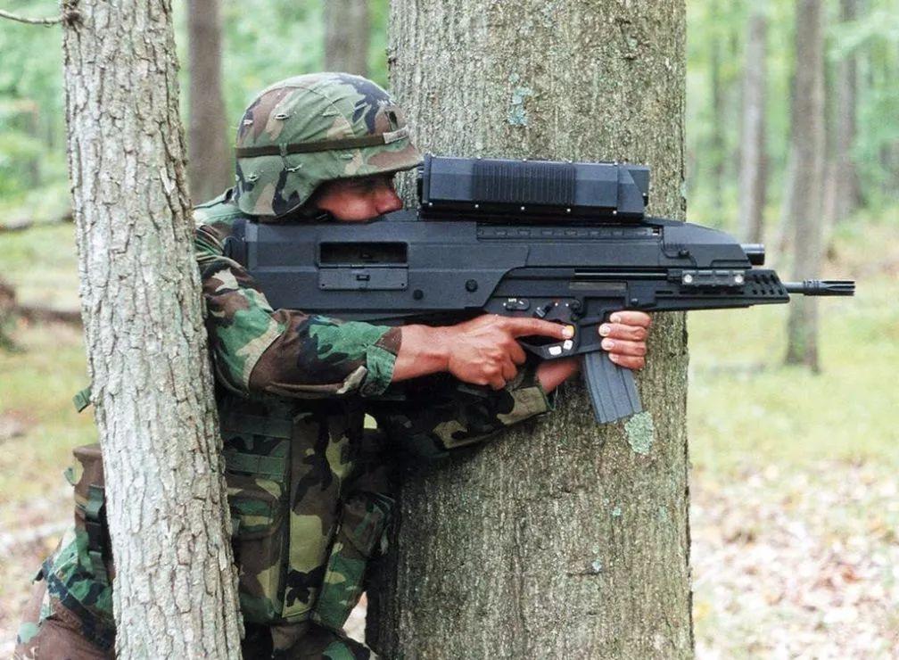 为何中国军队不给普通士兵配发手枪?听听老兵怎么说