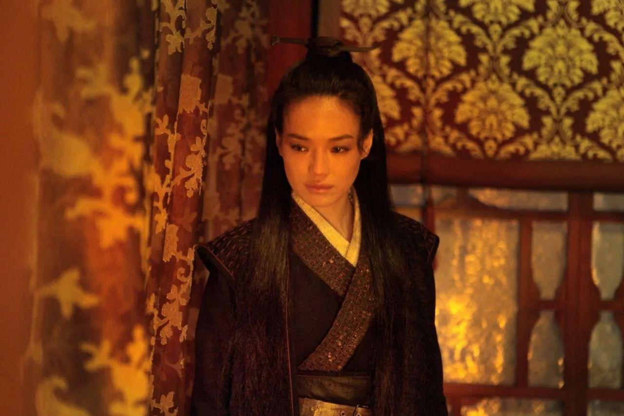 大多参照的都是日本传统服装,似乎抄袭日本成了中国古装剧一道迈不过