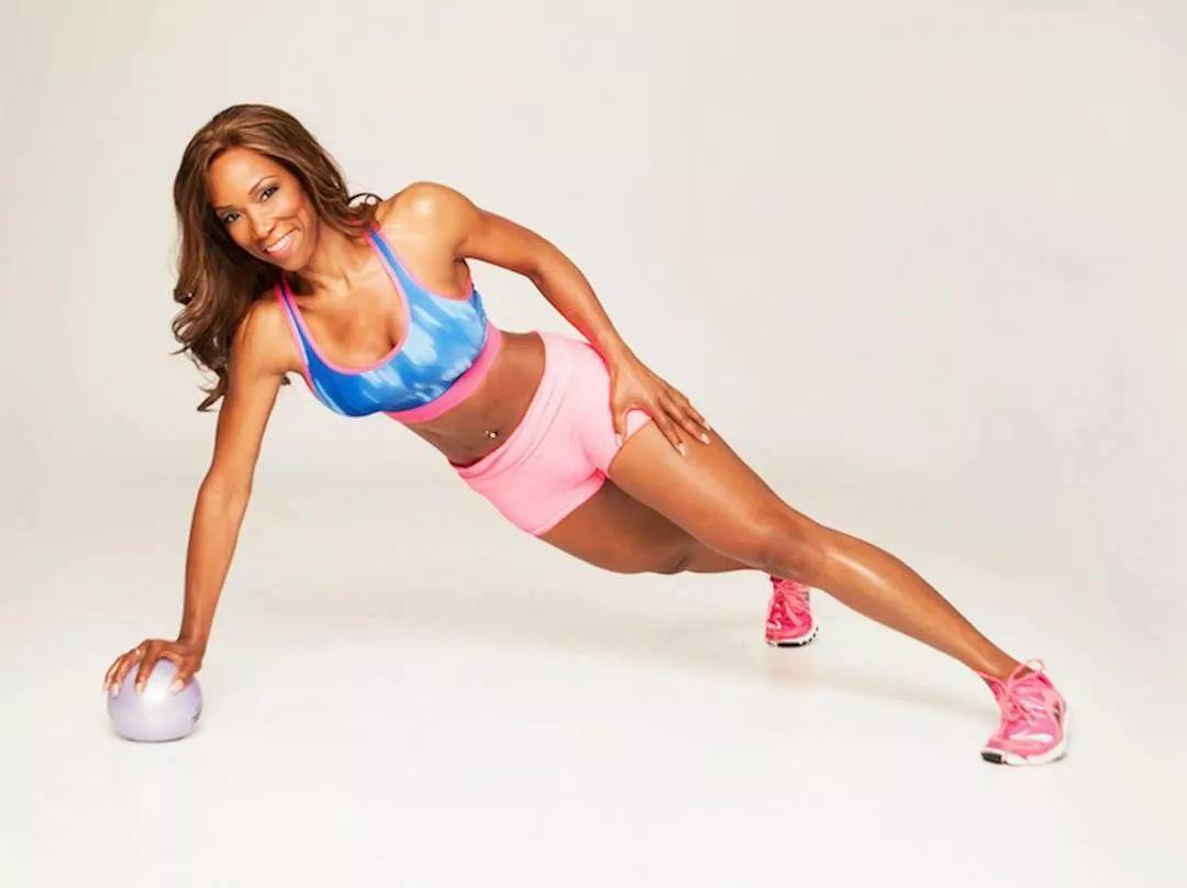 她是世界上最年长健身教练!网友看到她的模样都惊呆了