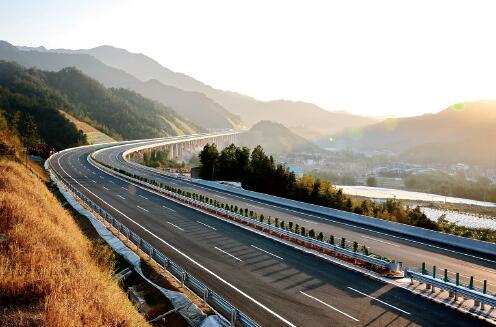 建成的大广高速新丰段 丘先辉 摄