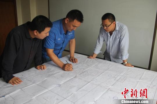 通过薛亮文和同事两年多的努力,汽水分离器研制成功。 受访者供图