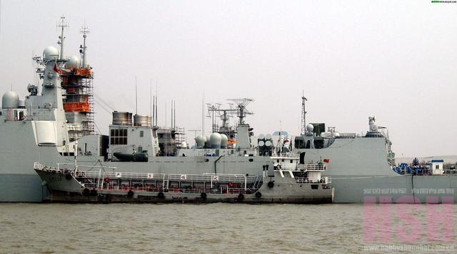 054A版海警船火力猛,这套独有设备随时变身第二海军