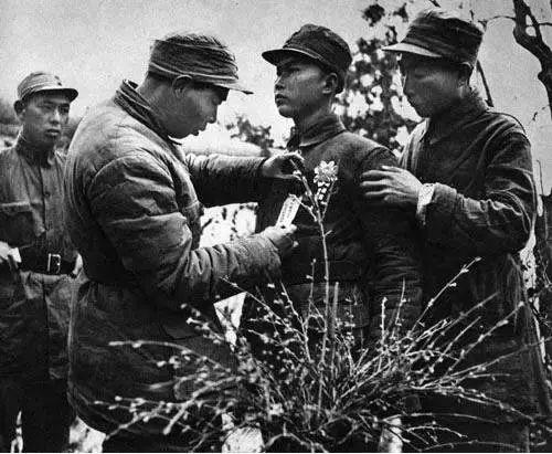 那是1941年春季,徐占东等7个同志,随刚就任遵化县基干总队长的曹致福