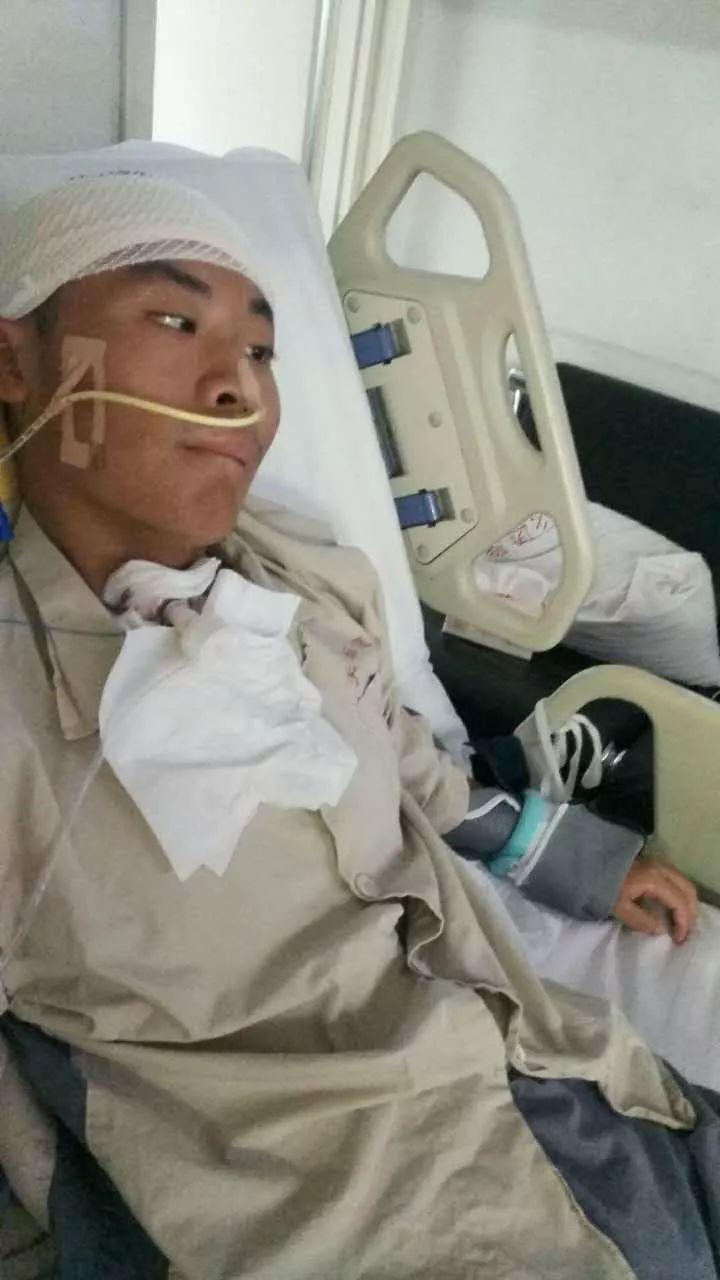 18岁足球运动员患脑瘤两月被解约 俱乐部:仁至义尽