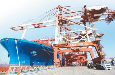 1月12日,海關總署公布了2017年我國外貿進出口情況。2017年,世界經濟溫和複蘇,國內經濟穩中向好,推動全年我國外貿進出口持續增長。新華社發