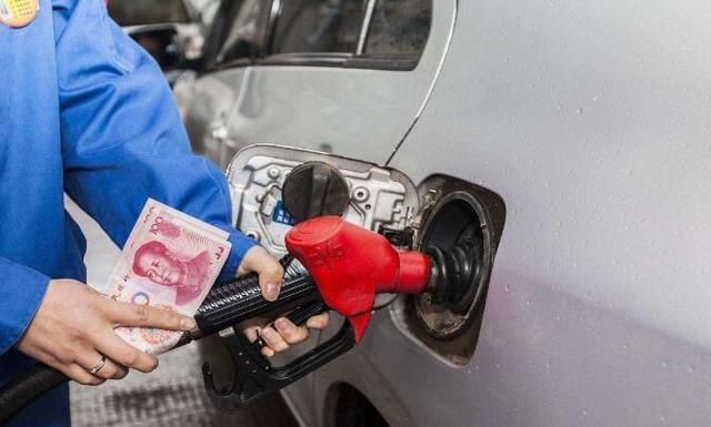加整箱油费钱,加半箱油费时,到底加多少合适?