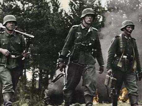 提起二战欧洲战场,纳粹德军肆虐欧洲的形象就会浮现心头,但同时,你却