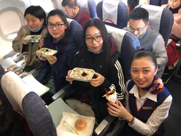 """川航:用""""腊""""样美味与旅客共度腊八节"""