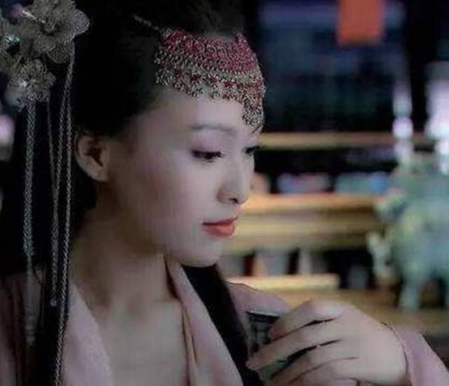 古装剧中女星喝茶的样子,网友:这次张馨予绝对胜出