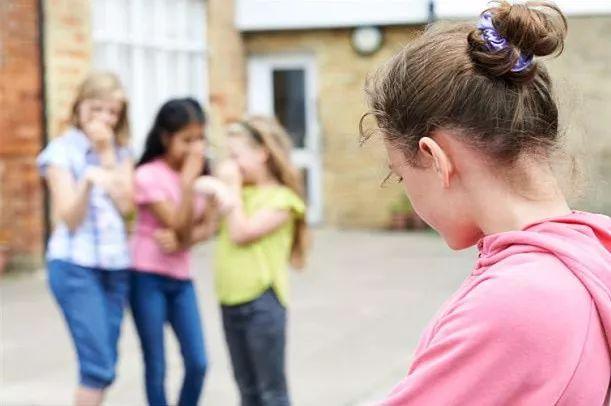 警惕!自拍对青少年的危害竟有那么大[开封市网上评议行风]