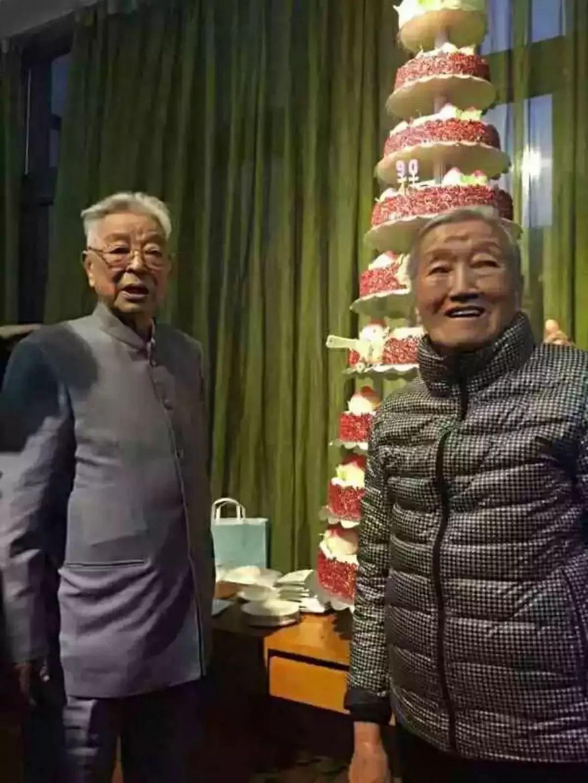 刘强东一夜白头,任正非半夜哭醒...茅侃侃自杀背后,是无数创业者的生死挣扎