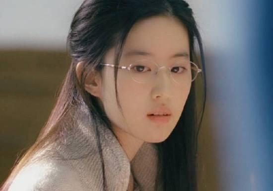 没整过容的8位女星,刘亦菲高圆圆热巴,你最喜欢哪种天然美?
