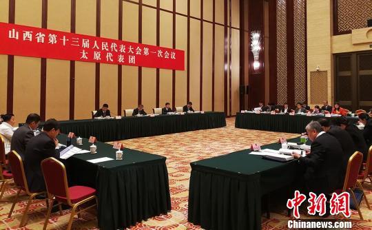 山西省十三届人大一次会议太原代表团审议政府工作报告。 杨杰英 摄