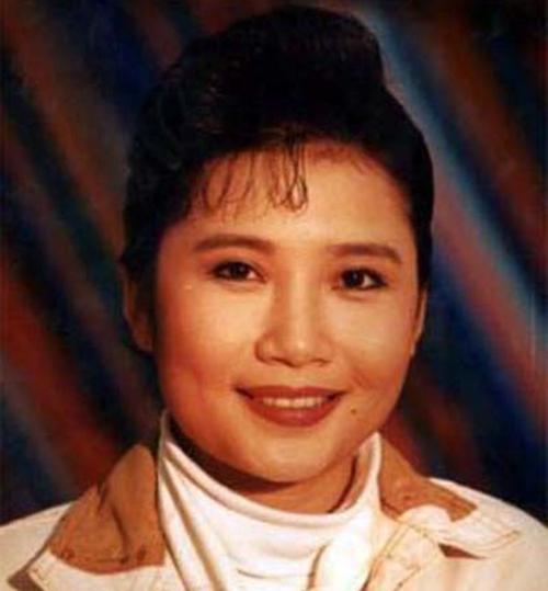 当年,电视剧《渴望》同名主题曲《渴望》由毛阿敏演唱,《好人一生