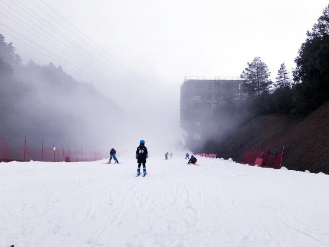 万盛奥陶纪景区 重庆滑雪 免费滑雪