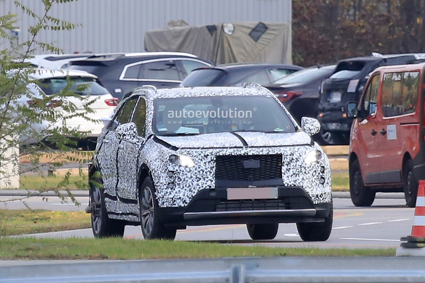 2019-cadillac-xt4-starts-pre-production-debut-imminent_6.jpg