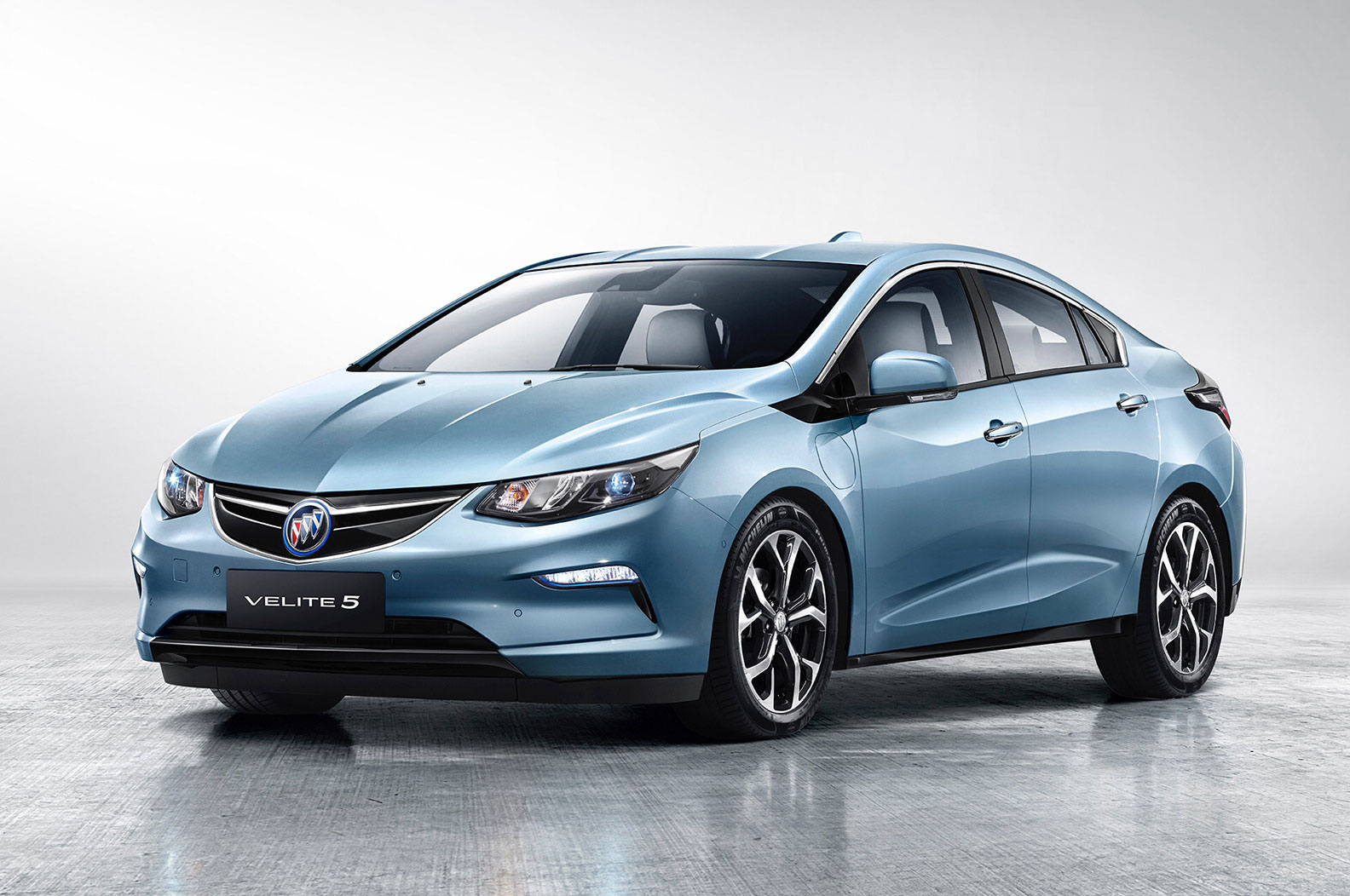 velite-5-debuts-in-china-as-buick-s-first-extended-range-ev-117058_1.jpg
