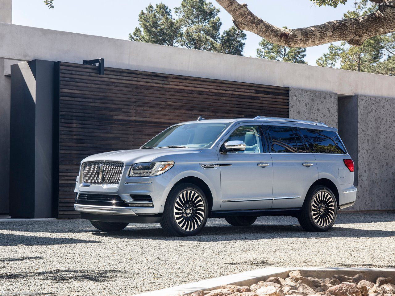 Lincoln-Navigator-2018-1280-02.jpg