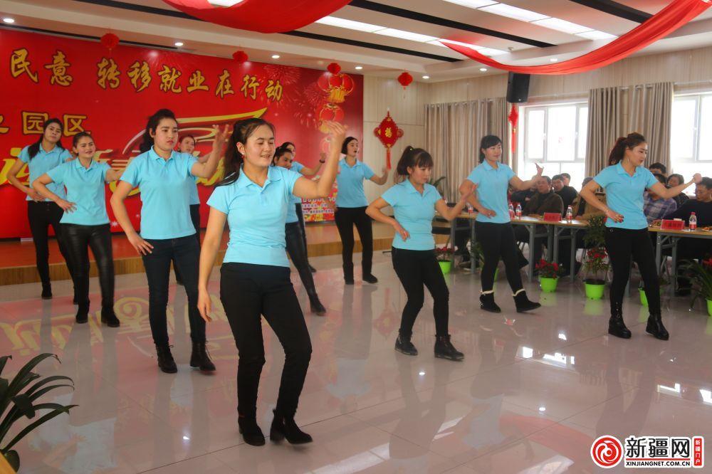 和田、喀什籍职工舞蹈表演《小苹果》