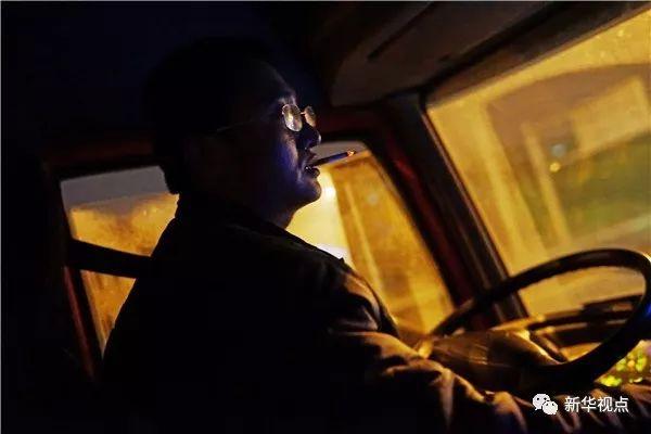 货车司机夫妇的辛酸 4天行800多公里 最多只挣1400