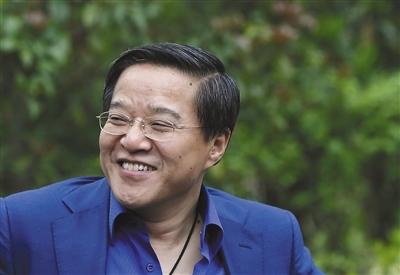 """鲁冠球钟情实业,鲁伟鼎(图)长于金融,外界曾称他们二人是""""中国民营企业最佳父子拍档""""。 图片/视觉中国"""