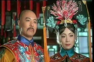 还有这张清朝皇帝的扮演者合照,康熙张国立,乾隆张铁林,雍正唐国强三