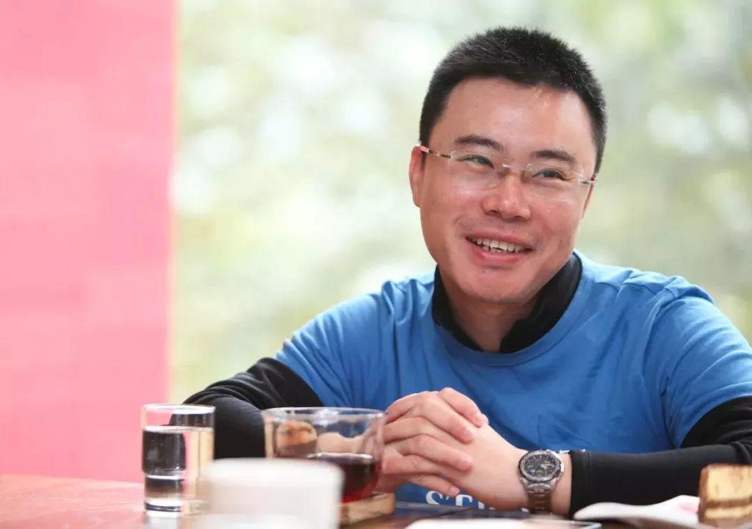 2002年,他从国企辞职,开始了自己的第一次创业.