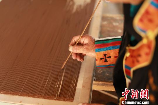 图为已经制作好的条状藏香。尼木县宣传部供图