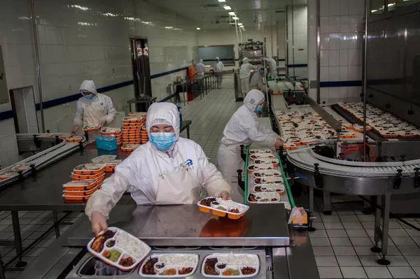 北京京铁列车服务有限公司餐食生产基地,基地占地4万多平方米,内部共