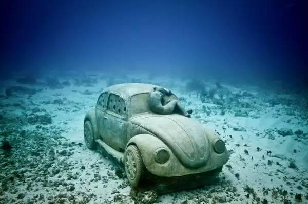 全世界唯一需要游进去参观的博物馆 水性不好的就放