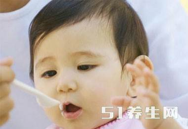 求放过宝宝:别再这样喂宝宝辅食了,真的很伤宝宝!_图2