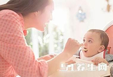 求放过宝宝:别再这样喂宝宝辅食了,真的很伤宝宝!_图1