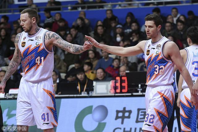 CBA最新战绩:广厦锁定联盟第一,浙江上海争季后赛名额!